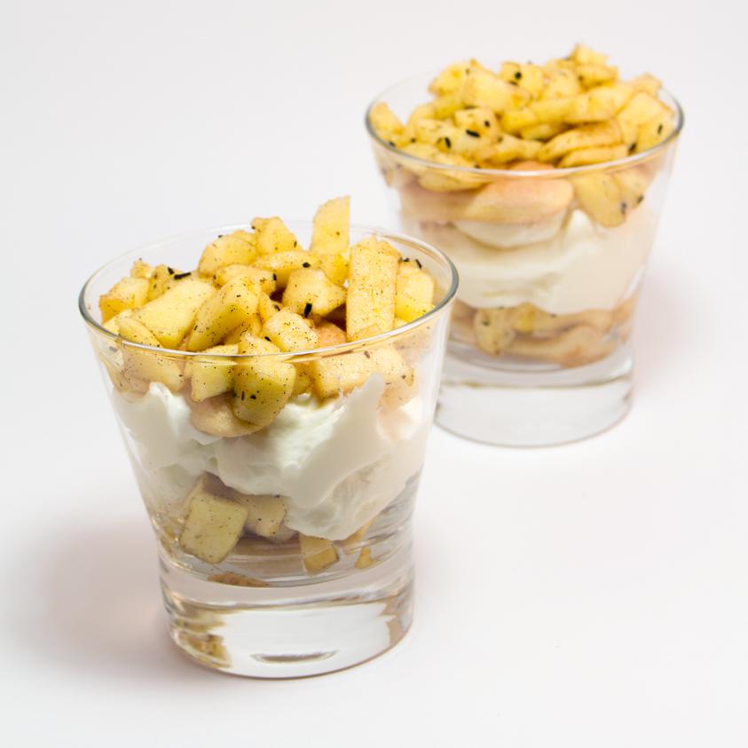 Apfel-Creme-Dessert im Glas