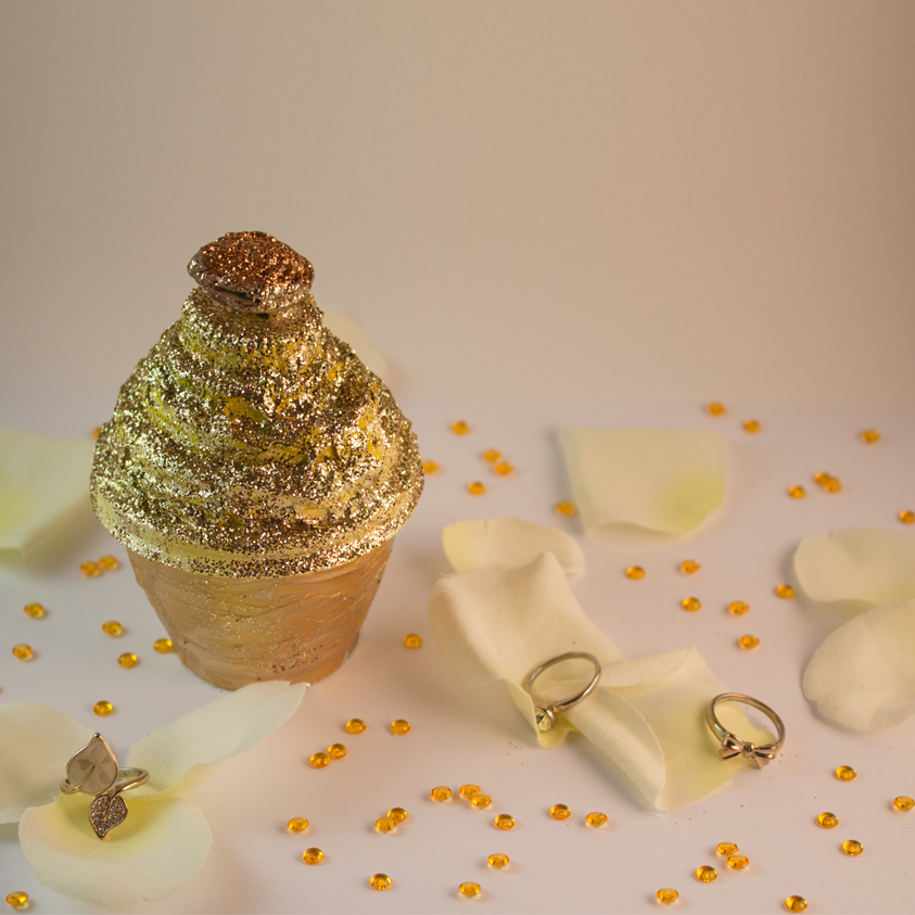Cupcake in Gold
