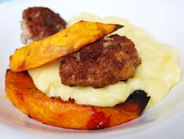 Kürbis-Püree und Fleischbällchen