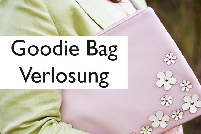 Gewinne eine Goodie Bag – Clutch, Handcreme, Reinigungsmilch, Halskette und Duftproben