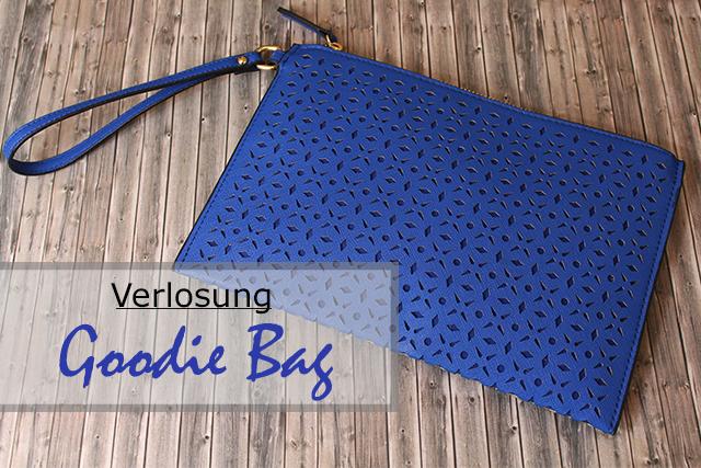 Gewinne eine Goodie Bag – blaue Clutch, hochwertige Kosmetik, edler Schmuck*