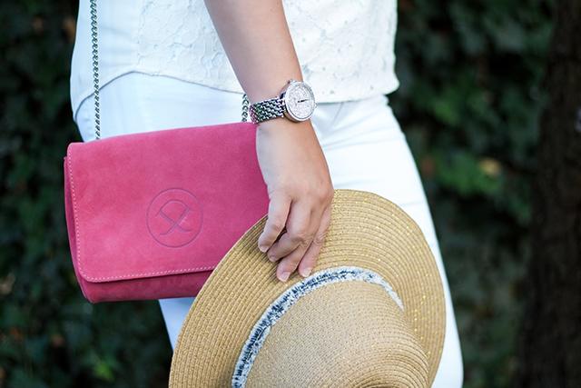 All White Summer Look – weiße Jeans und Floral Print Espadrilles