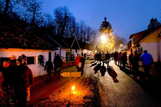 Advent in der Weinviertler Kellergasse 1 © Weinviertel Tourismus - Astrid Bartl
