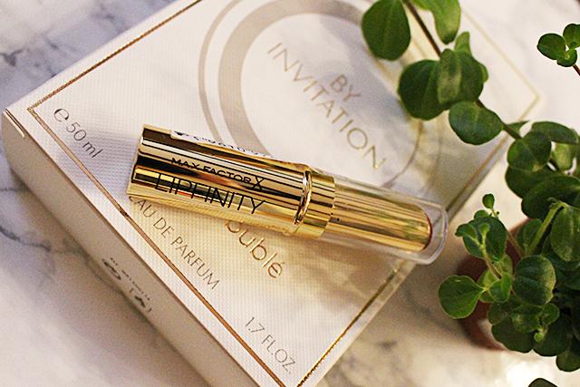 Parfum und Lipstick