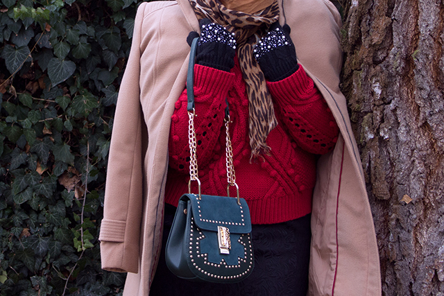 PomPom Trend, Strick Sweater und Animal Print Schal