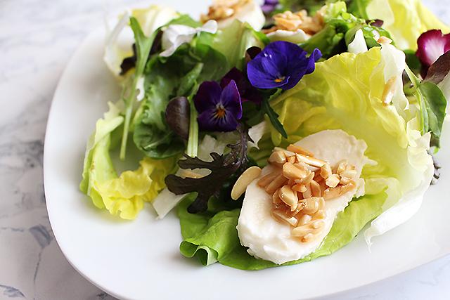 Salat mit Mozzarella und Mandeln