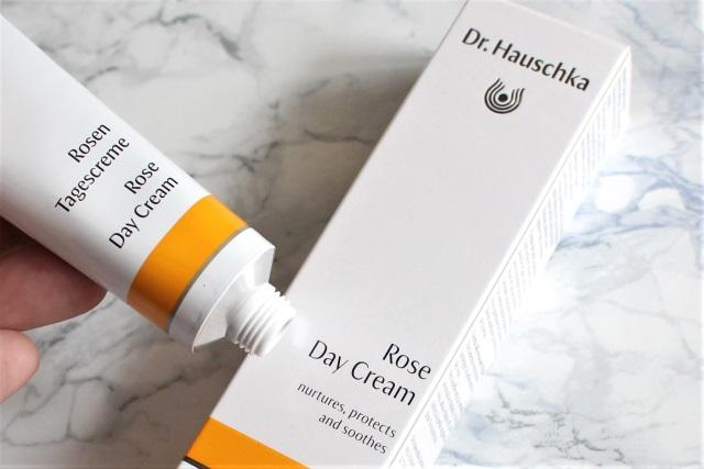 Die Rosen Tagescreme von Dr. Hauschka im Check