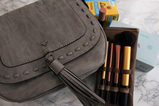 Goodie Bag Verlosung Juni – Handtasche mit Quaste, Pinsel-Set, Lipstick…