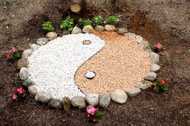 Gartengestaltung mit Blumen und Steinen - Tina In The Middle