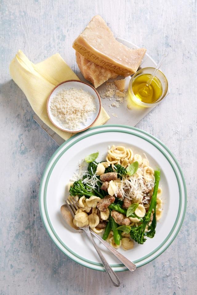 Orecchiette mit Brokkoli, Parmigiano Reggiano und Salsiccia